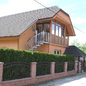 Dvostanovanjska hiša…