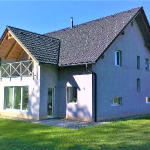 Prodamo novejšo hišo…